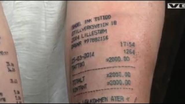 Les insolites de maxime le norv gien qui s 39 tait fait - Se faire tatouer au salon du tatouage ...