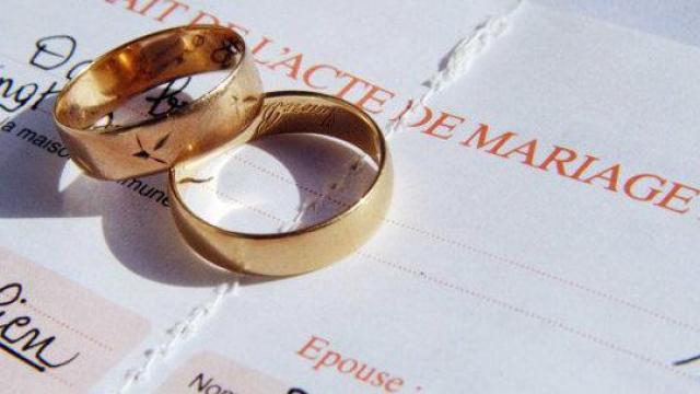 roanne un couple gay fait sponsoriser son mariage par les commerants - Sponsoriser Son Mariage