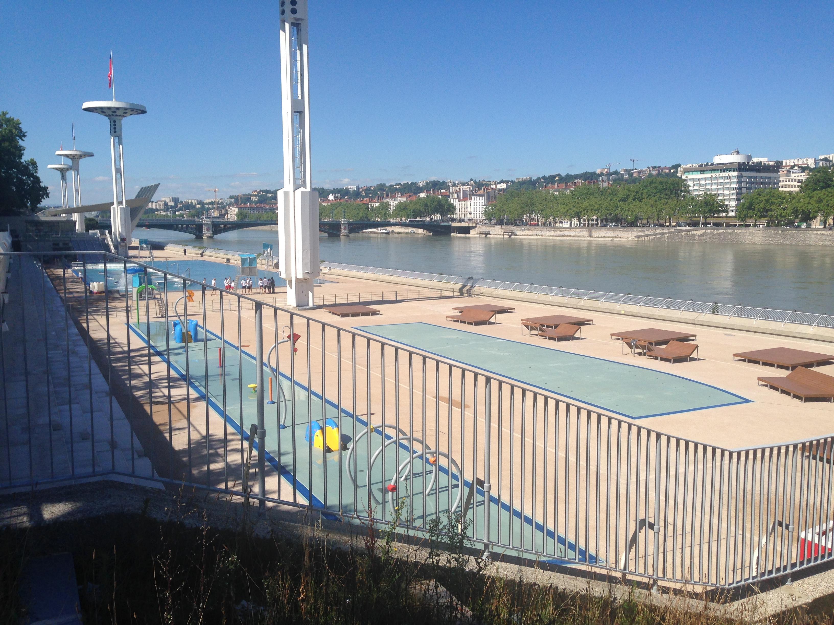Fermeture de la piscine du rh ne en hiver la ville de for Fermeture piscine