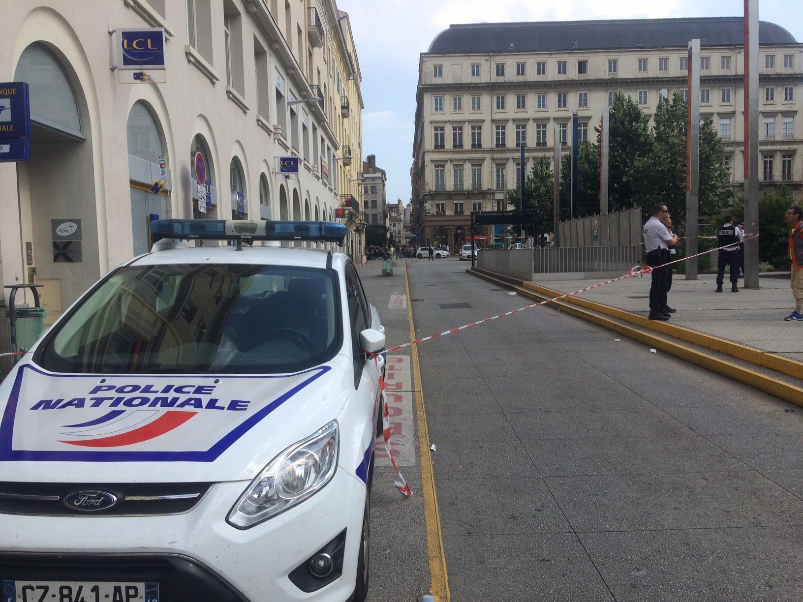 Hotel Autour Hotel De Ville De Roanne