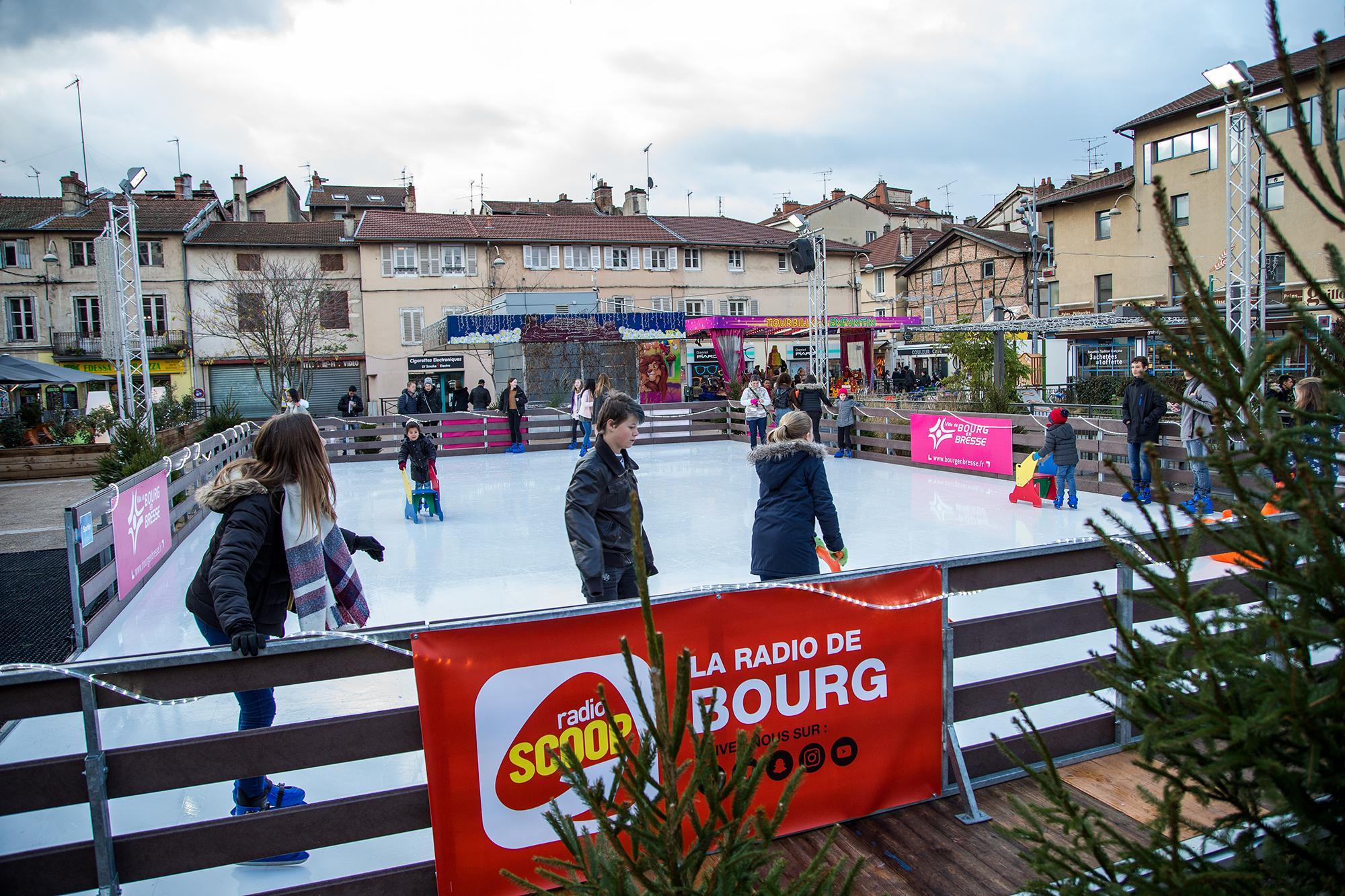 La patinoire de no l s 39 installe au c ur de la ville de for Piscine de bourg en bresse