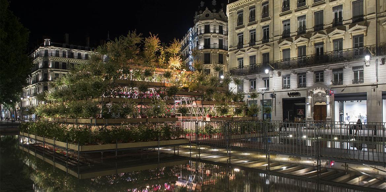 Photos lyon un jardin de fleurs en centre ville pour for Jardin zen bellegarde