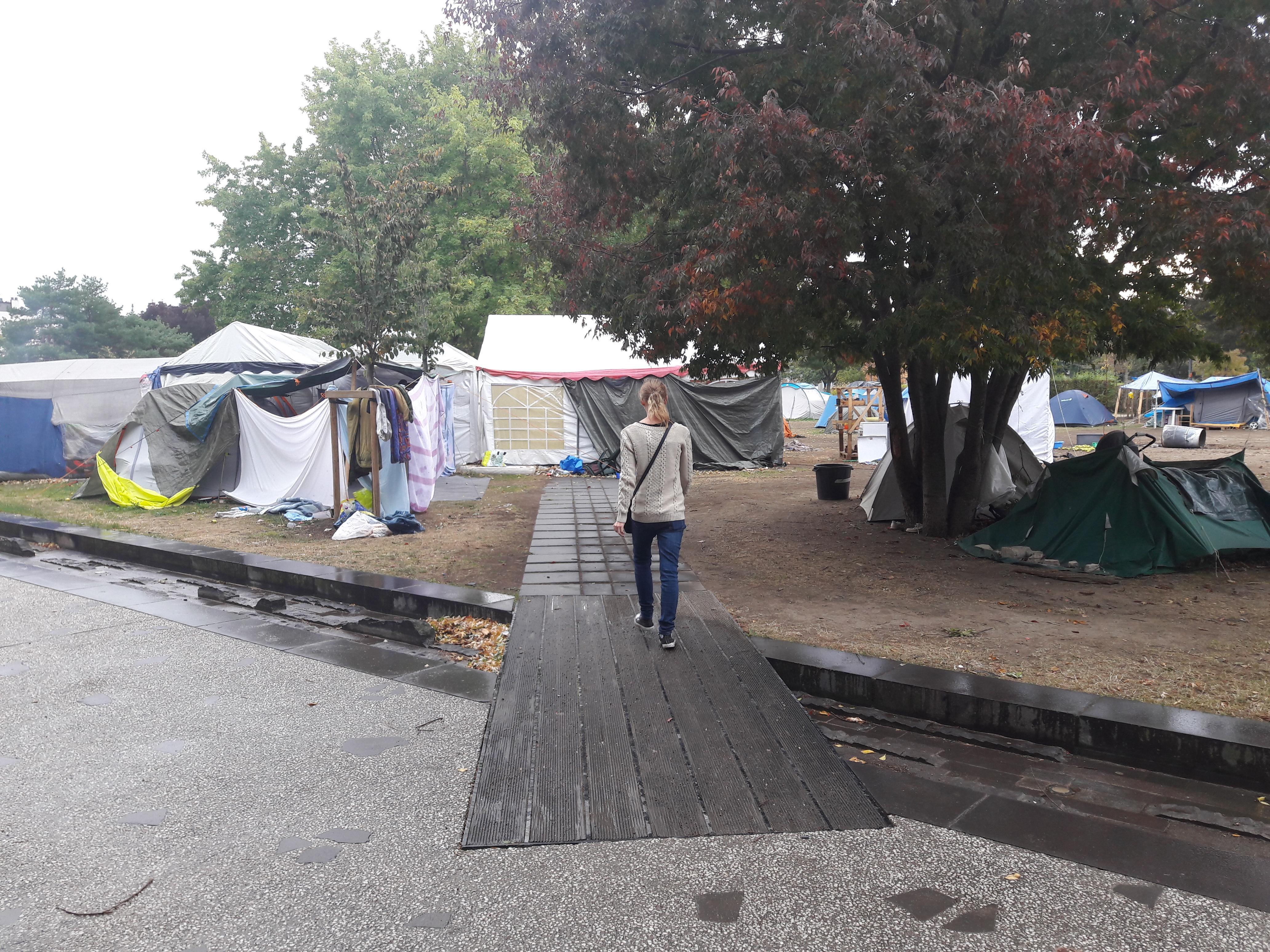 clermont ferrand des migrants reviennent sur la place du 1er mai radio scoop. Black Bedroom Furniture Sets. Home Design Ideas