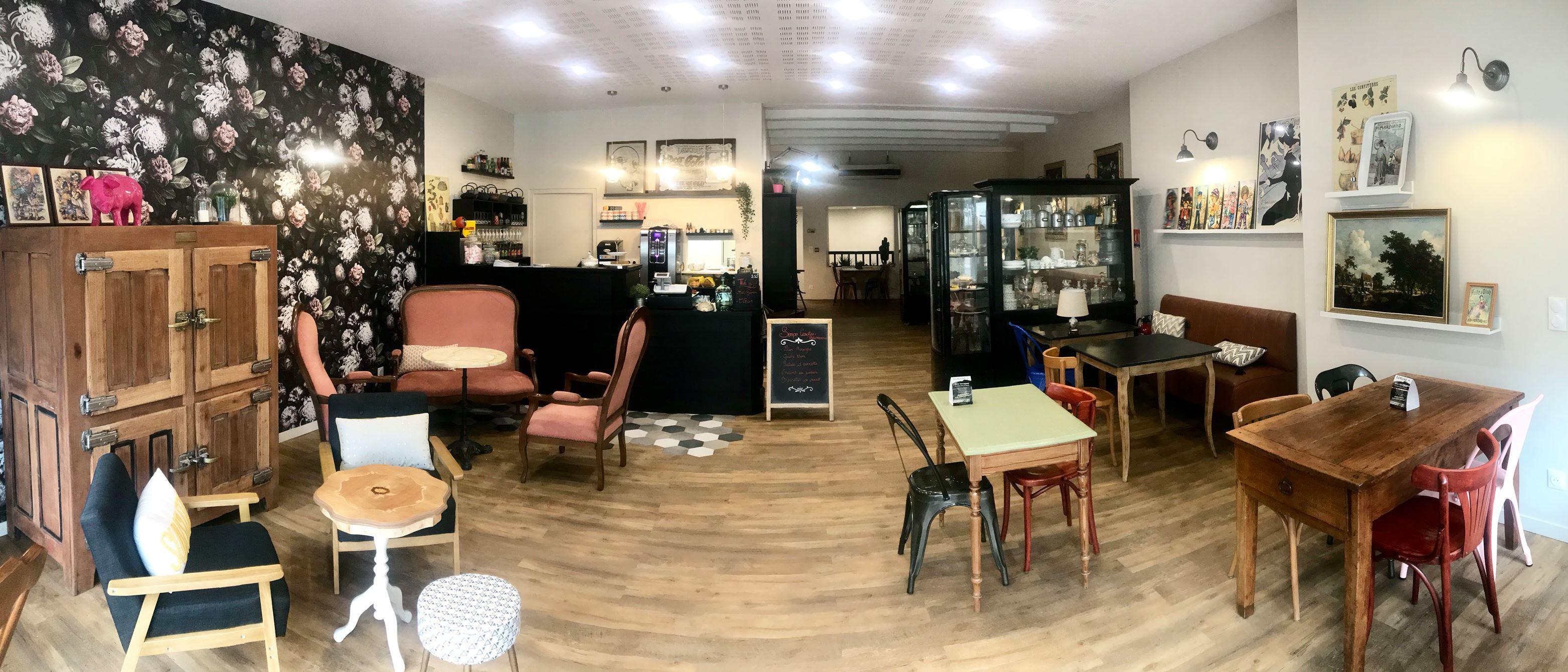 Clermont Ferrand Un Cafe Ou Meme Les Meubles Sont A Vendre Radio Scoop