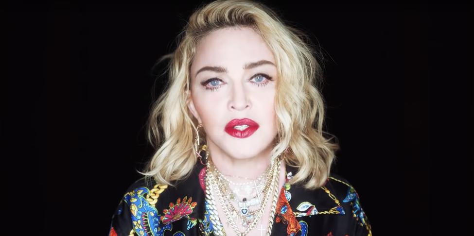 Madonna : la star pose topless sur Instagram !