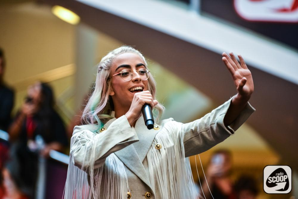 """Bilal Hassani : """"Le monde est fou mais moi je danse encore"""""""