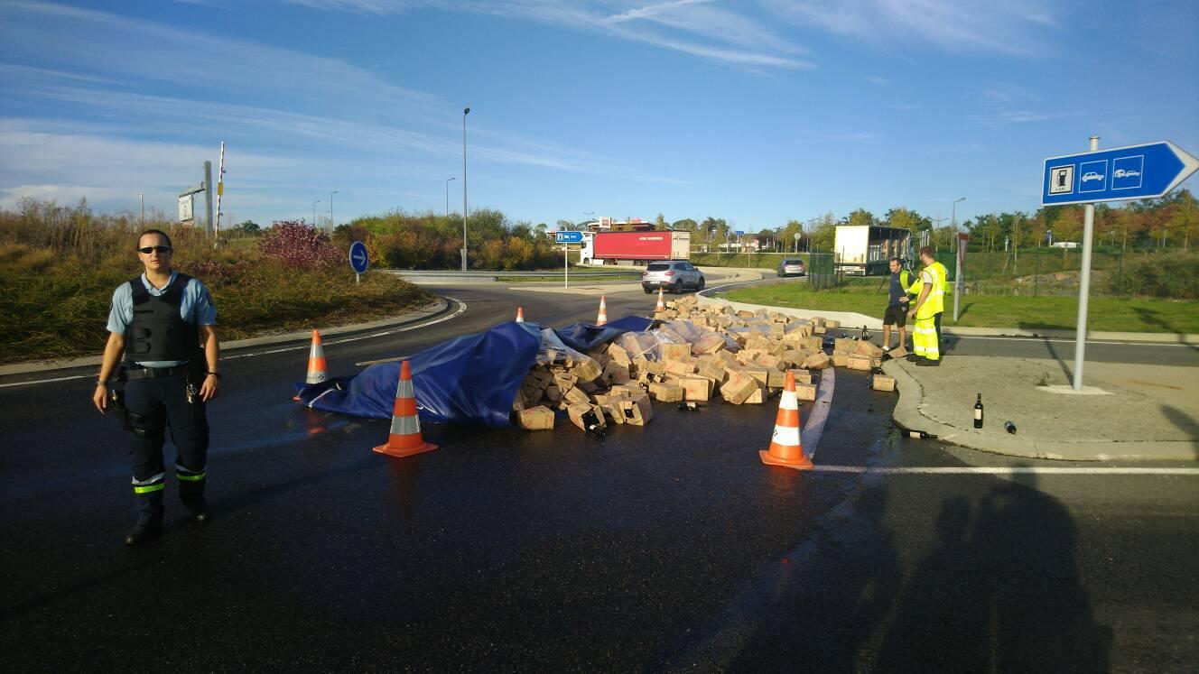 Un camion perd 6 000 bouteilles de vin sur l'A89 !